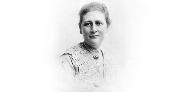 Portrait of British children's author Beatrix Potter (1866 - 1943), 1890s. (Photo by Express Newspapers/Getty Images)